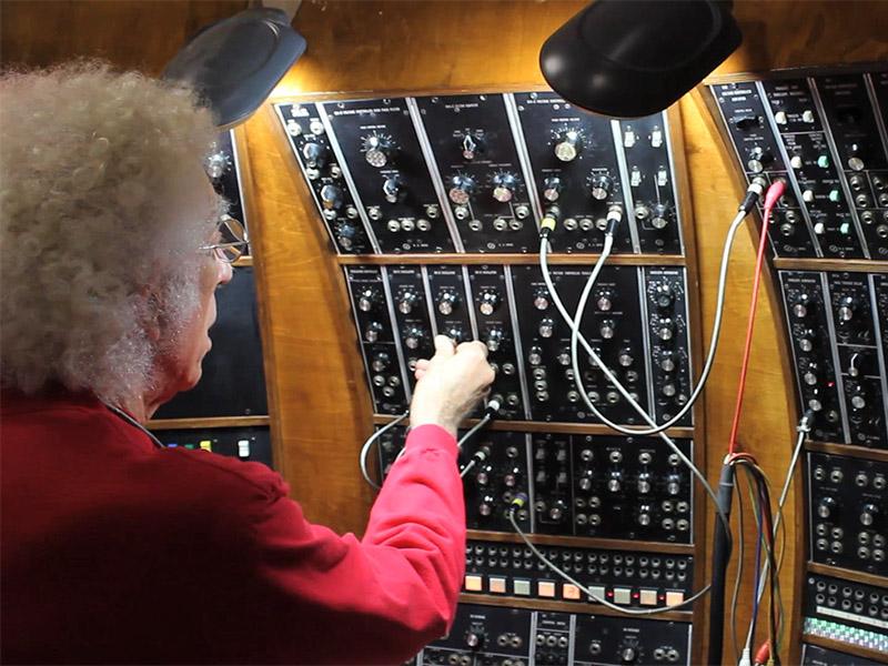 TONTO co-creator Malcolm Cecil demostraits how the machine